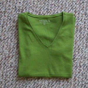 Ann Taylor basic cotton V-neck tee shirt top XS